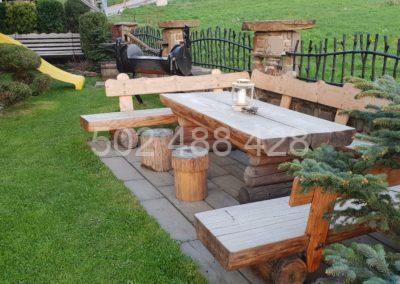 Ogród domku z siedzeniami